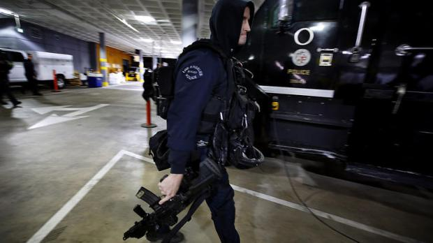 la-me-ln-lapd-swat-skid-row-drug-kingpin-20160-002