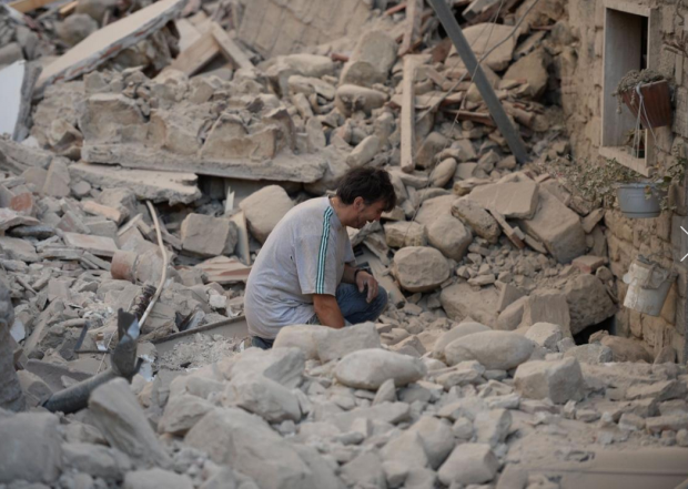 Italian Earthquake10: A man reacts to his damaged home after a strong heartquake hit Amatrice on August 24, 2016
