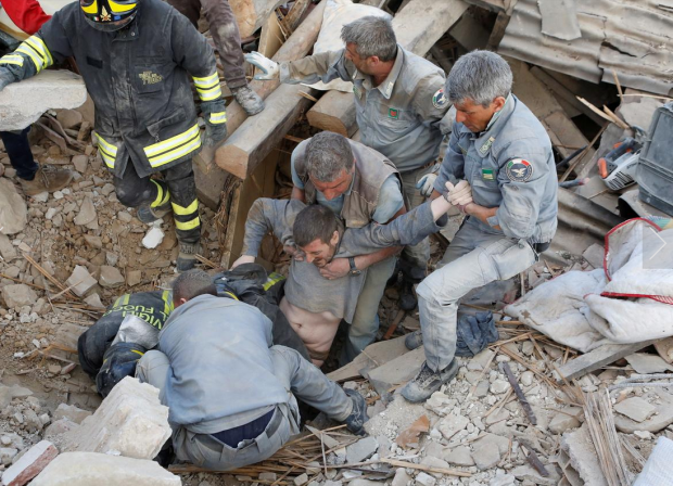 Italian Earthquake11: A man is rescued alive from the ruins following an earthquake in Amatrice, central Italy