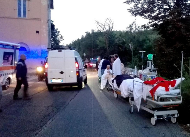 Italian Earthquake4: Victims being evacuated by paramedics