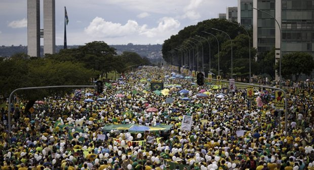 Pro Rousseff supporters 1.jpg