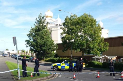 cops-outside-the-gurdwara-sahib-sikh-temple-in-warwickshire-uk1