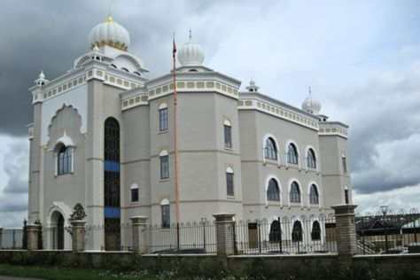 cops-outside-the-gurdwara-sahib-sikh-temple-in-warwickshire-uk7