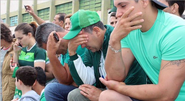 chapecoense-supporters-pensive-outside-the-club-facilities-in-brazil-as-they-awaited-news-on-the-crash-in-colombia-earlier-today1