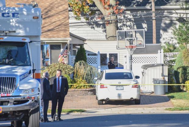cops-seen-at-robert-crumbs-long-island-home