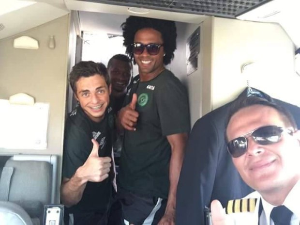 pilot-miquel-quiroga-with-some-of-the-footballers-before-the-plane-took-off4