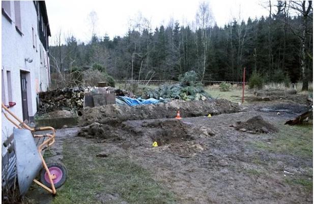 Denzel Guenzel's garden burial site1.png
