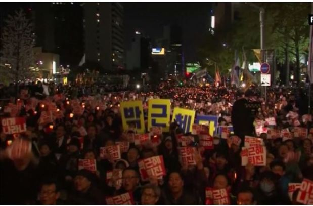 south-koreans-take-to-the-streets-in-hundreds-of-thousands-asking-for-predidents-ouster