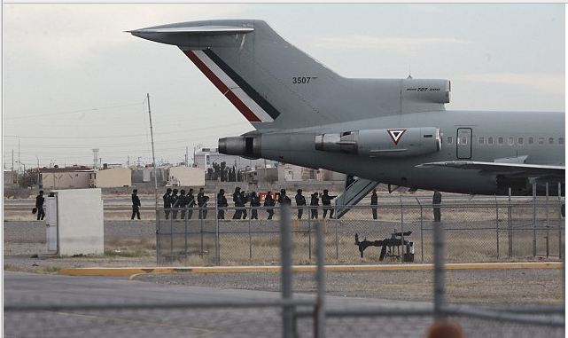 police-board-mexican-air-force-plane-after-the-extradition-of-drug-lord-joaquin-el-chapo-guzman-iboards-plane-for-extradition1