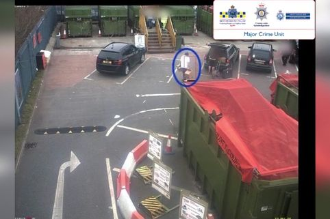 Ian stewart is seen deiving uo to the dumpster shortly after the murder.jpg
