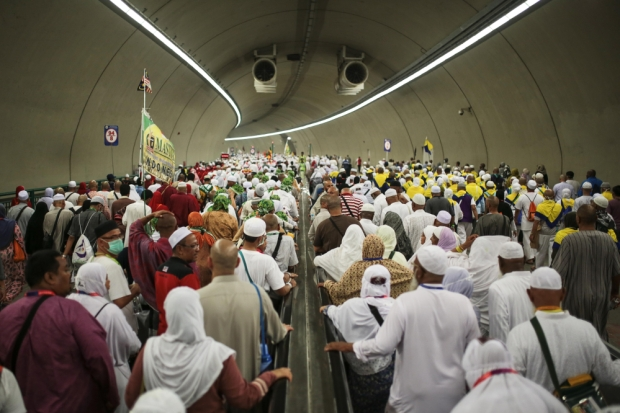 muslim-pilgrims-walk-in-a-tunnel-on-their-way-to-cast-stones-at-jamarrat-pillars-a-ritual-that-symbolizes-the-stoning-of-satan