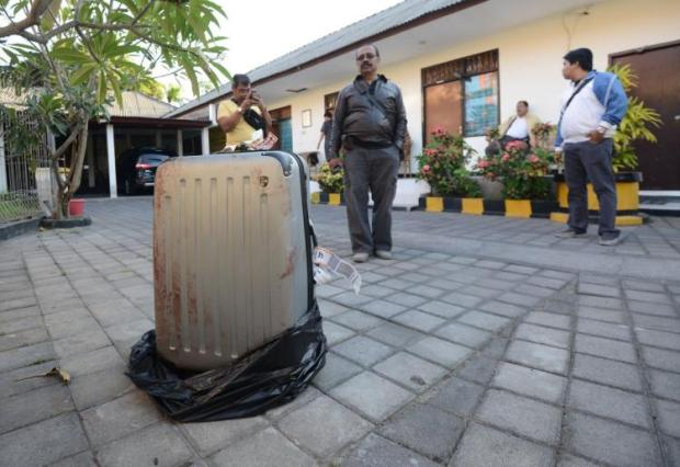 the-killers-stuffed-this-suitcase-with-the-remains-of-sheila-von-wiese-mack1