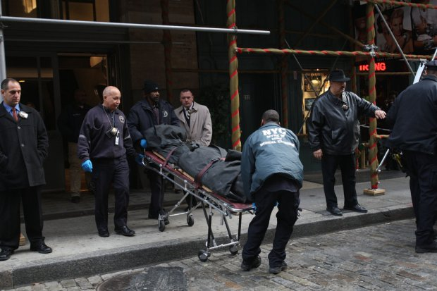 The body of Mark Madoff was removed from his apartment building in Manhattan on a Saturday afternoon in Dec 2010.jpg