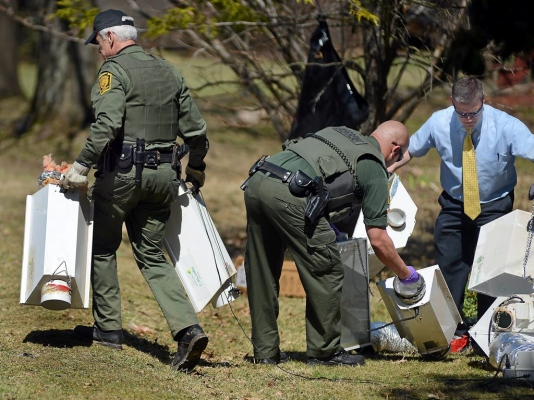 Police remove Equipment from the Weed grow.jpg