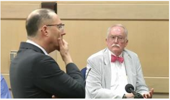 Defense attorney Ken Padowitz, faces off with ME Dr. Ronald Wright, a former Broward County medical examiner1