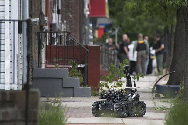 Police robot delivers cell phone to Reese2