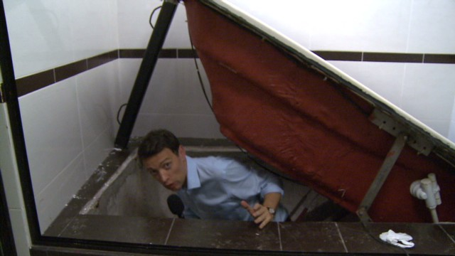 El Chapo escape from tunnel behind the bathtub.jpg