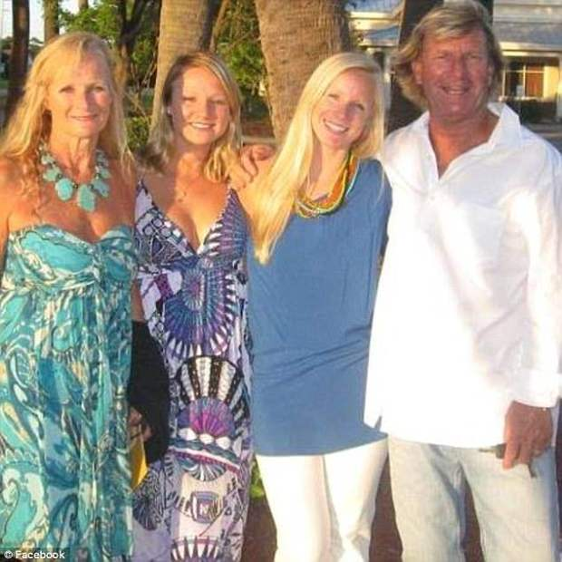 Susan, Brittany, brooke and Robert Simpson1