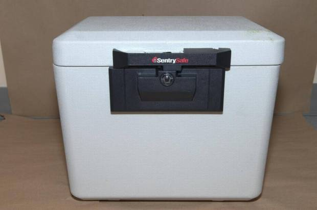 The safe, which contained more than $200,000.jpg