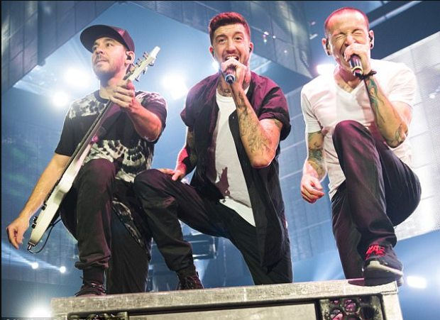 Linking Park on stage in Lodon, 2014 Chester Bennington (far right) performs alongside his Linkin Park bandmates Mike Shinoda and Austin Carlile in London in 2014.png