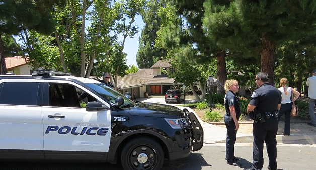 Police outside Chester Bennington's home in Palos Verdes following his death, Thursday morning.png